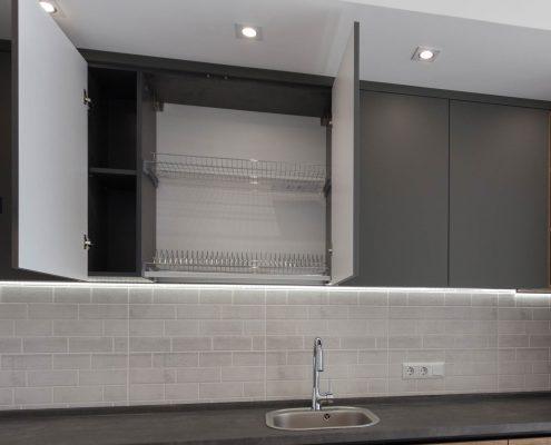 кухонная-сушилка-хром-в-интерьере