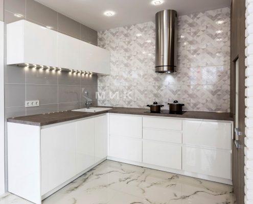 подсветка-на-белой-кухне