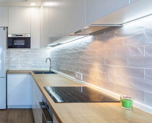 скрытая-led-лед-подсветка-на-кухне-фото
