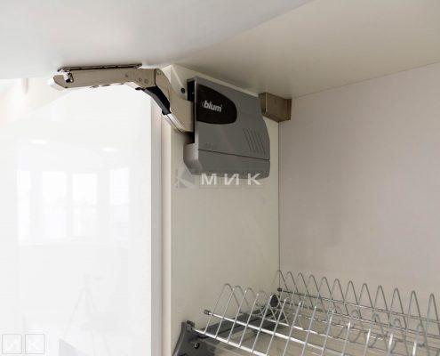 сушка-для-посуды-хром-в-интерьере