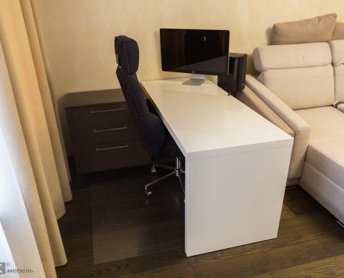 Белый-стол-МДФ-для-комьютера-с-мониторм-aple-1000