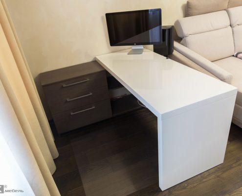 Белый-стол-МДФ-для-комьютера-с-мониторм-aple-1001
