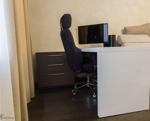 Белый-стол-МДФ-для-комьютера-с-мониторм-aple-1003