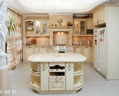 кухня-дерево-с-островом-для-хранения-вина