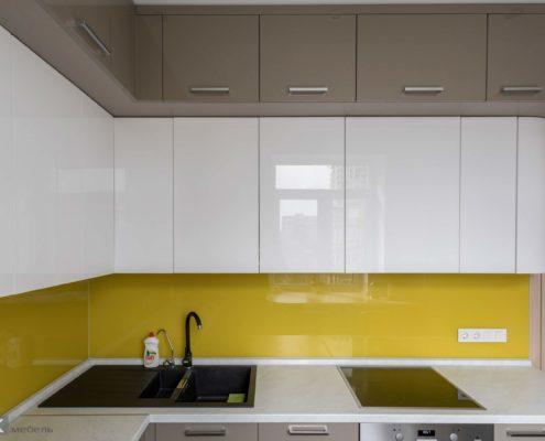 Верхние шкафчики под потолок на кухне