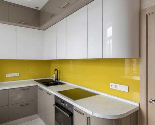 глянцевая-кухня-с-гнутыми-фасадами--1006