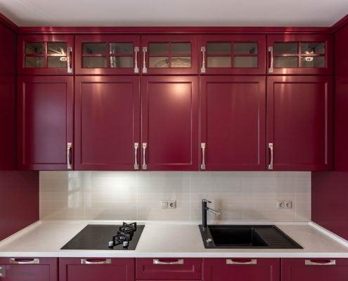 классическая кухня-бордо