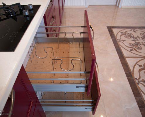Органайзер в кухне-бордо
