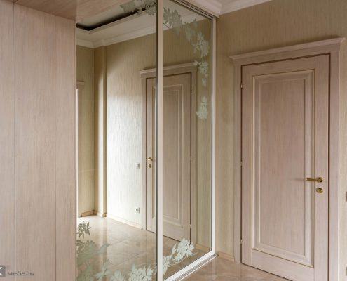 шкаф-купе-с зеркалом в коридор