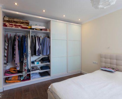 шкаф-купе-в-спальне-для одежды-1003