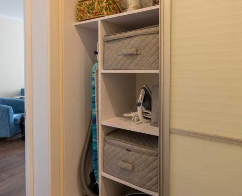 шкаф-купе-в-коридоре внутри