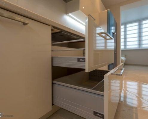 Кухня-бежевый-глянец-ящики