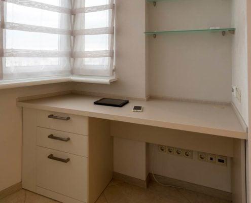 Стол-на-балкон-из-ДСП-1001