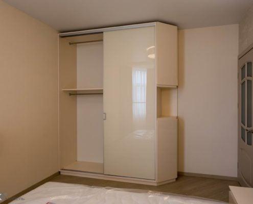 шкаф в Спальне-в-бежевых-тонах-1009