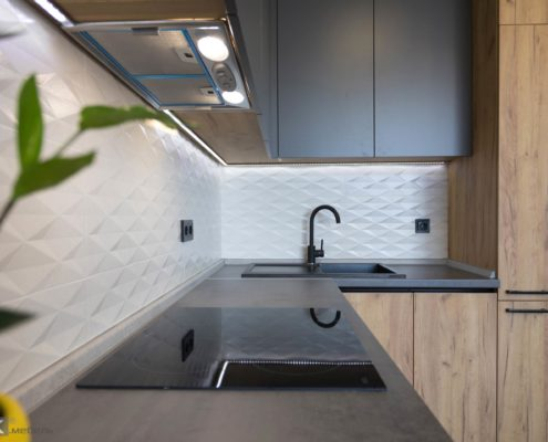 Фартук на кухне из белой плитки