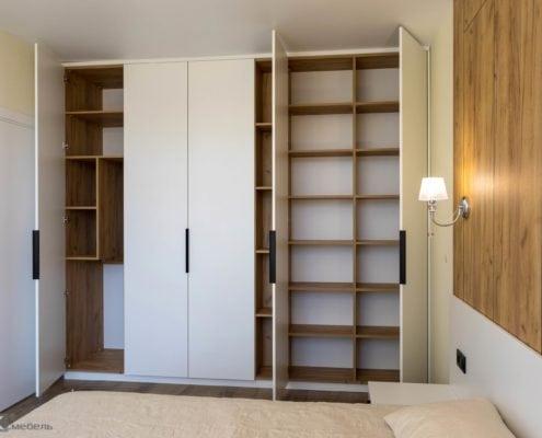 Распашной шкаф для спальни внутри
