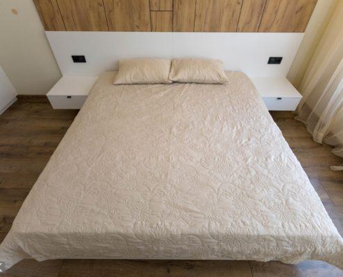 Белая кровать из ДСП
