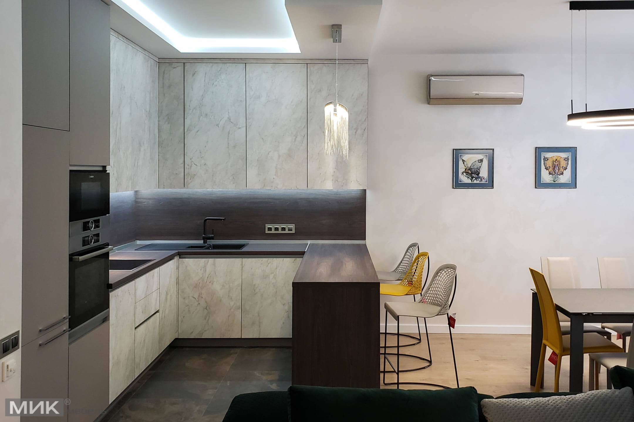Кухня на замовлення зі стіновими панелями