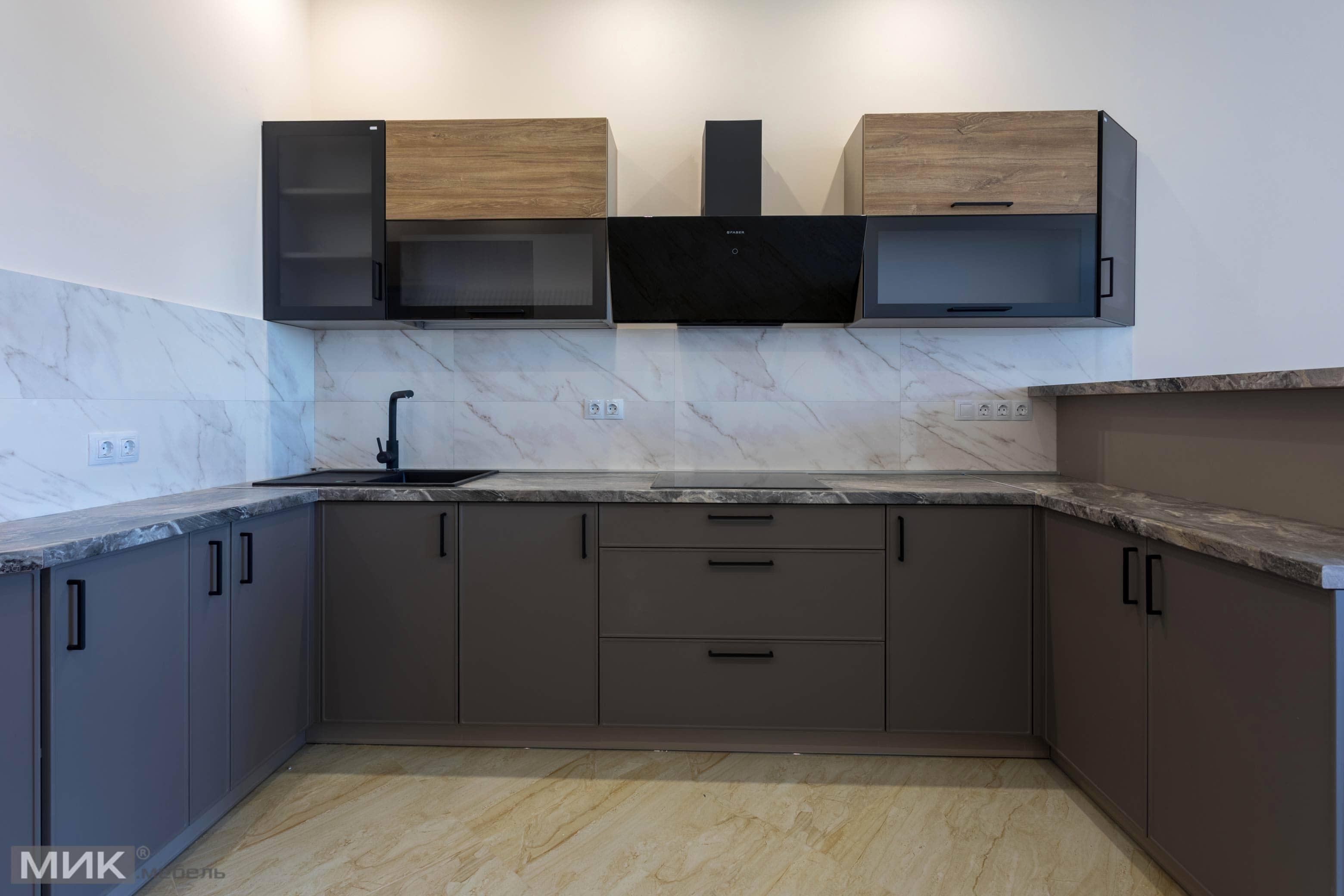 Серая-кухня-с алюминиевой рамкой