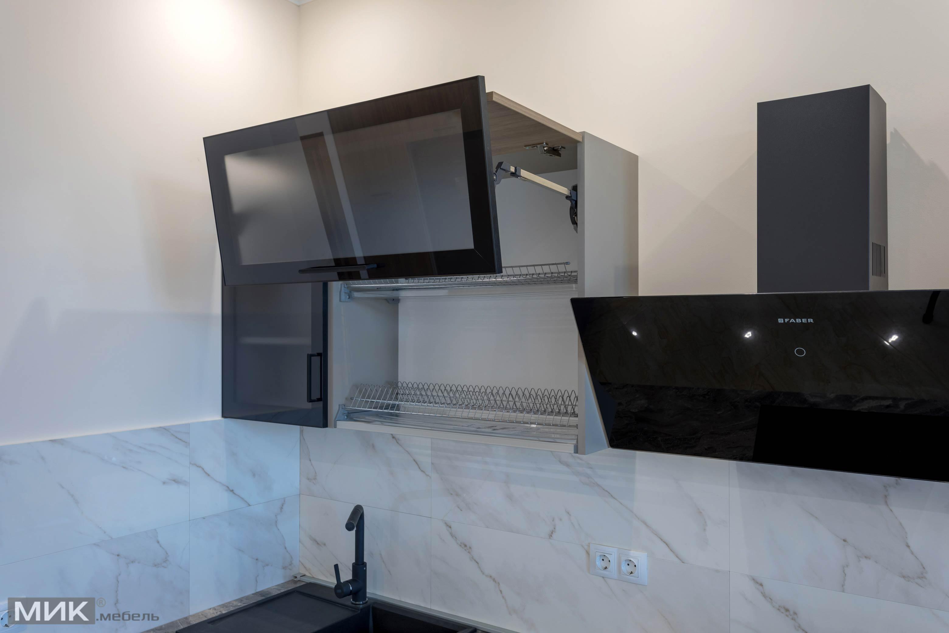Навесной шкафвчик на кухне с системой Aventos