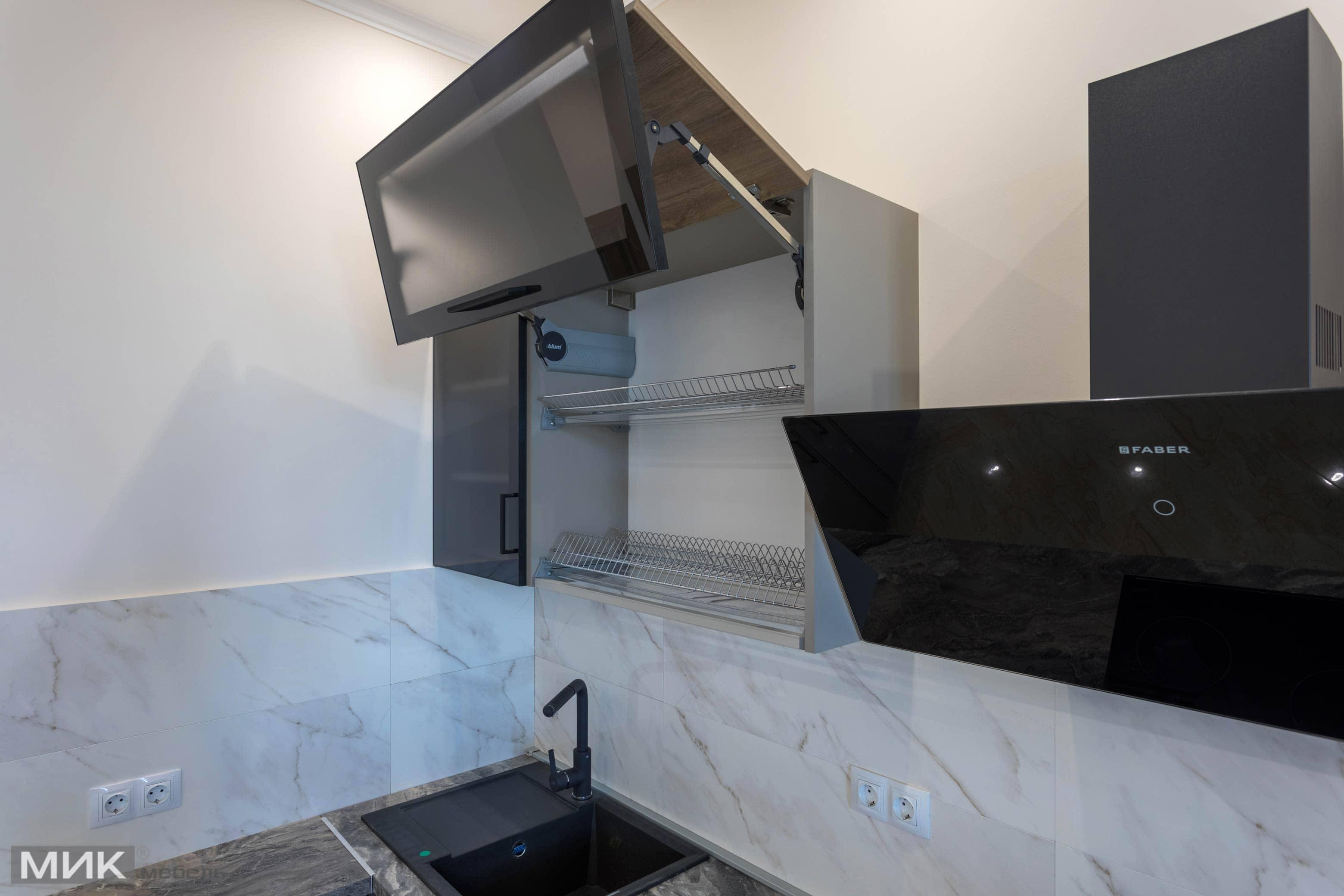 Aventos HF секция сушка на кухне