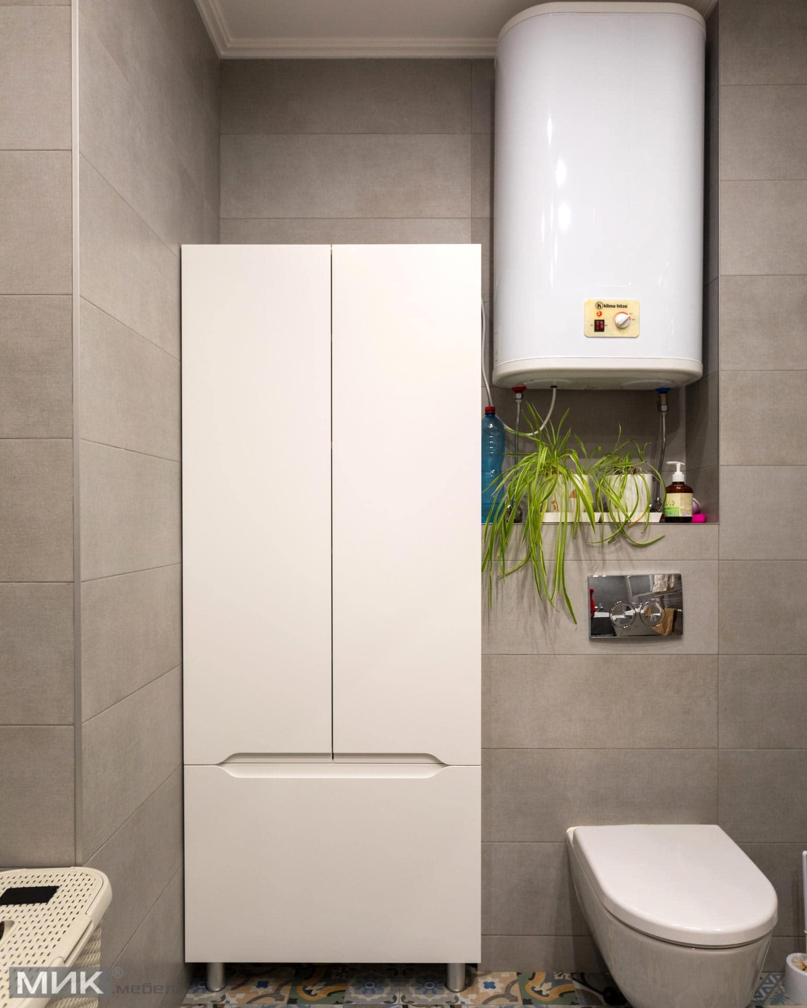 Белый-шкаф-МДФ-в-ванной-комнате--1001