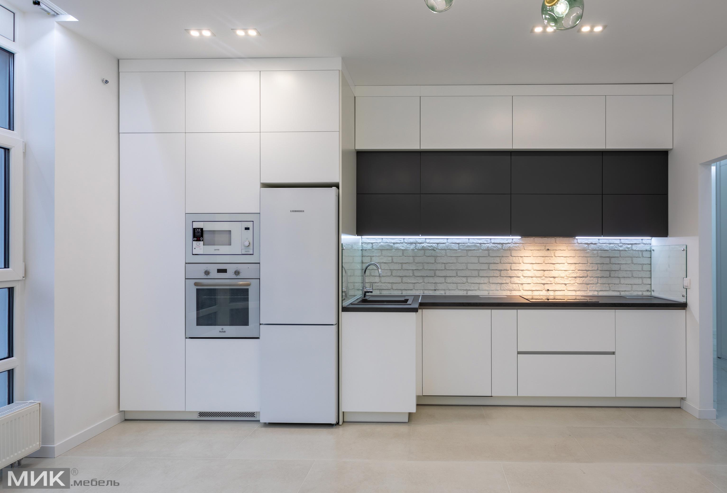 біла-кухня-модерн-під-стеля-1007