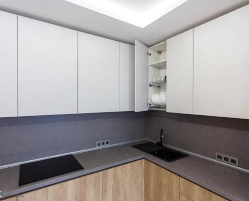 Кутова кухня під стелю
