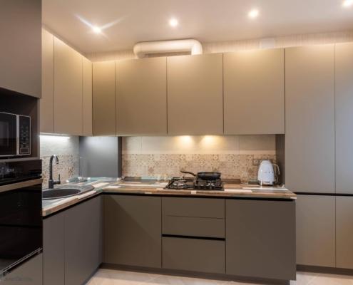 Угловая кухня с газовым котлом на заказ
