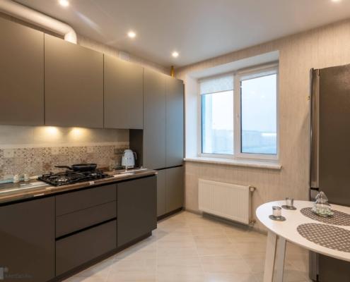 Кухня-с-серыми-фасадами-1002