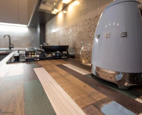 Столешница Luxform на угловой кухне с котлом