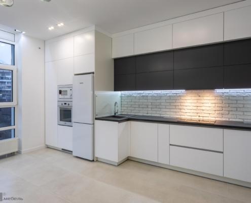 Пряма кухня біла