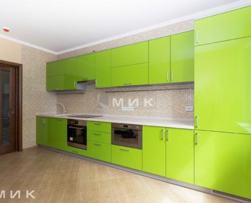 Пряма кухня в зелених тонах