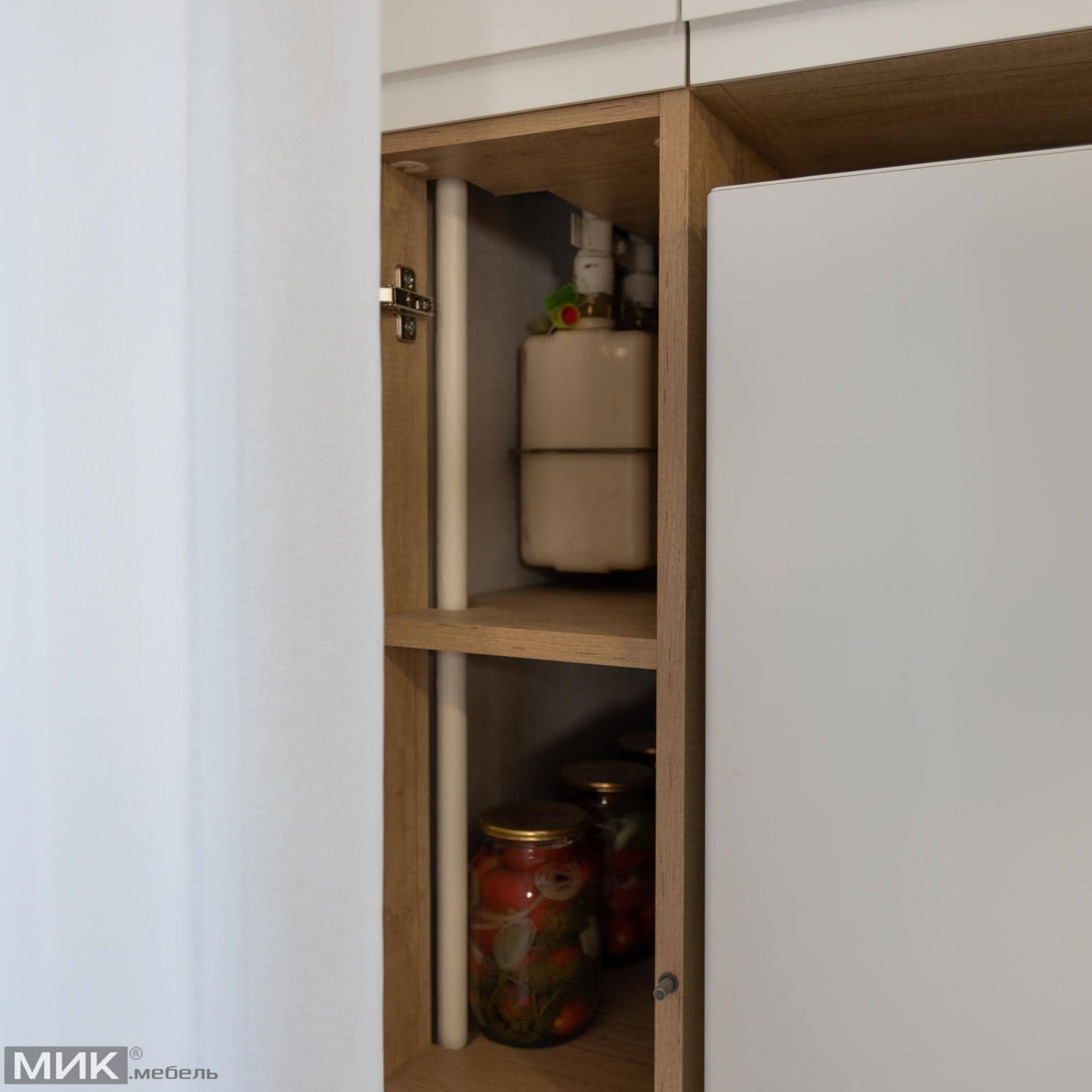 Газовий лічильник зашитий в кухонному ящику