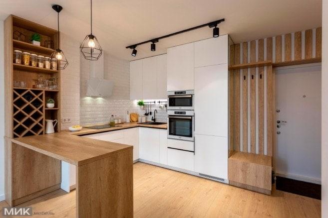 1-Белая кухня без ручек под потолок совмещенная с прихожей