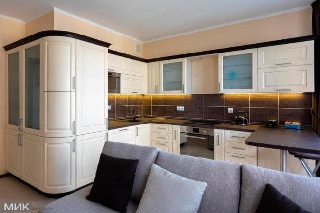 Кухня-МДФ-с-наружным-углом-и-гнутыми-фасадами-106